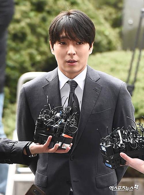 Khi phóng viên được hỏi: Anh có thừa nhận cáo buộc lan truyền các cảnh quay lén?, Choi Jong Hoon chỉ nói Tôi xin lỗi. Với câu hỏi: Anh có yêu cầu người trong ngành cảnh sát che giấu vụ say rượu lái xe?, Anh có trực tiếp nhờ vả anh Yoo về sự trợ giúp của cảnh sát?, Choi Jong Hoon trả lời: Không. Câu trả lời này trái với lời khai ngày hôm qua củaYoo In Suk. Theo đó CEO Yoothừa nhận họ thực sự đã liên hệ với cảnh sát.
