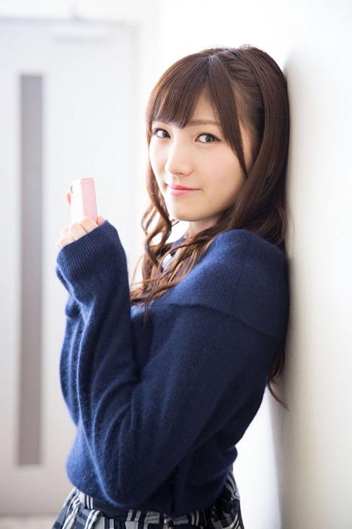 Thành viên nhóm nhạc nữ thần tượng Nhật Bản AKB48 - Nana Okada - xếp ở vị trí thứ tám. Cô gái sinh năm 1997 sở hữu chiều cao khiêm tốn 1,55 m.