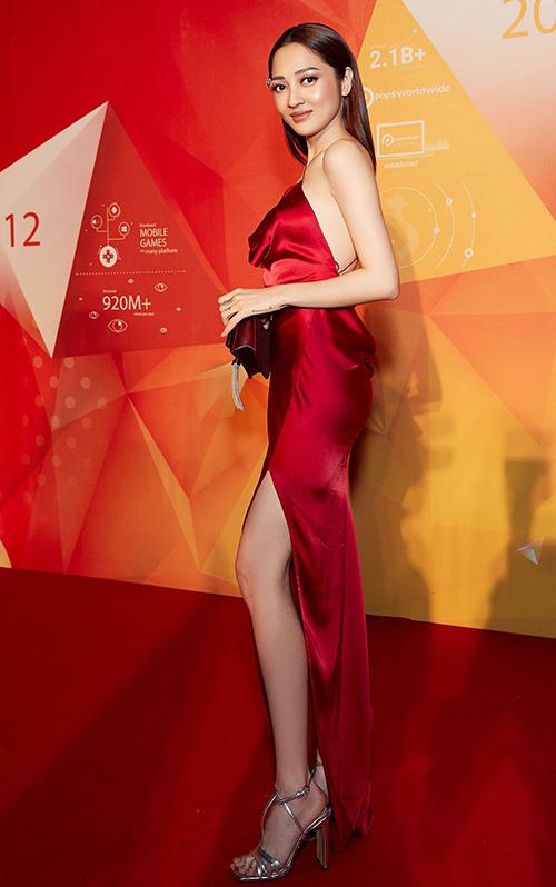 Tối 15/3, lễ trao giải POPS Awards 2019 diễn ra ở TP HCM. Thảm đỏ sự kiện thu hút sự chú ý khi quy tụ dàn sao. Bảo Anh xuất hiện trên thảm đỏ với chiếc váy đỏ thướt tha.