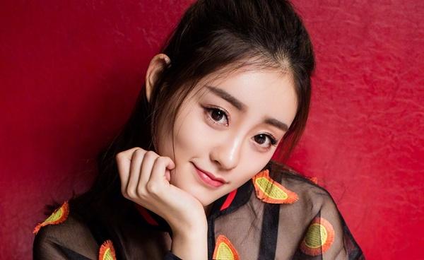 Sau Tân Ỷ thiên đồ long ký, Chúc Tự Đan sẽ có phim mới ra mắt là Nhất sinh cô chú trịch ôn nhu, chuyển thể từ tiểu thuyết cùng tên, đóng cặp với Nguyễn Kinh Thiên.