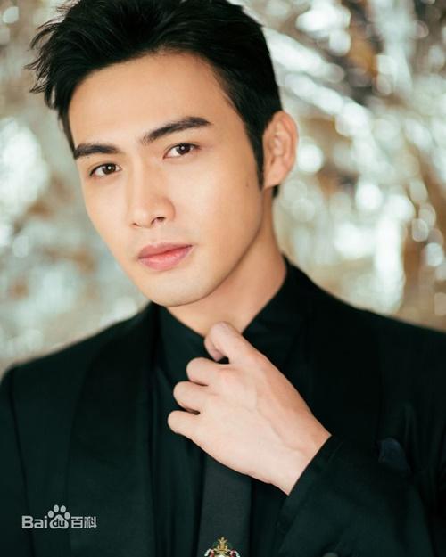 Trong số các nam diễn viên dưới trướng công ty của Dương Mịch, Trương Bân Bân đang là cái tên thành công nhất. Giống nhiều gà khác ở Gia Hành, nam diễn viên sinh năm 1993 được đàn chị nâng đỡ qua các phim: Tình yêu thời Weibo, Tam sinh tam thế - Thập lý đào hoa. Sau đó Trương Bân Bân và Địch Lệ Nhiệt Ba trở thành bộ đôi đồng thời được lăng-xê trong Tần thời lệ nhân minh nguyệt tâm, Liệt Hỏa Như Ca. Tuy nhiên nam diễn viên không đạt được tiếng tăm như đồng nghiệp.
