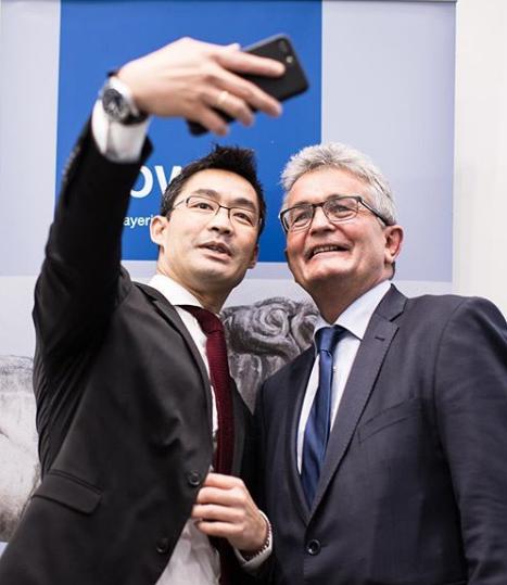 Vẻ lịch lãm của Nguyên Phó Thủ tướng Đức vừa về Việt Nam làm việc - 5