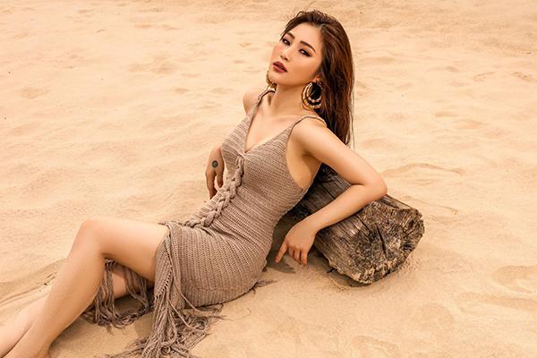 Hương Tràm khoe vóc dáng ngày càng sexy.