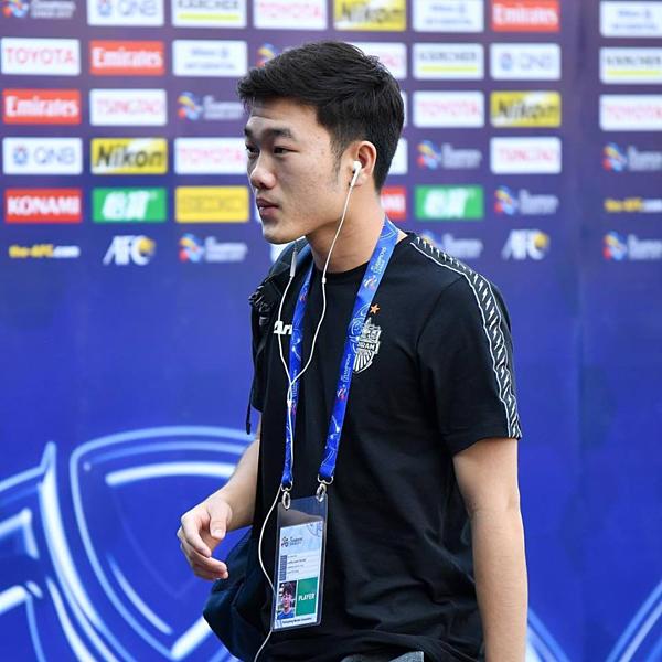 Xuân Trương dù đã rất công gắng song chưa đươc ra sân ba trận liên tiếp.