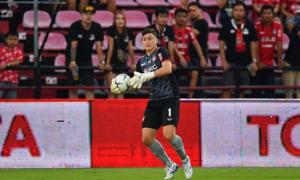 Văn Lâm tiếp tục 'gánh team' giúp Muangthong United chiến thắng