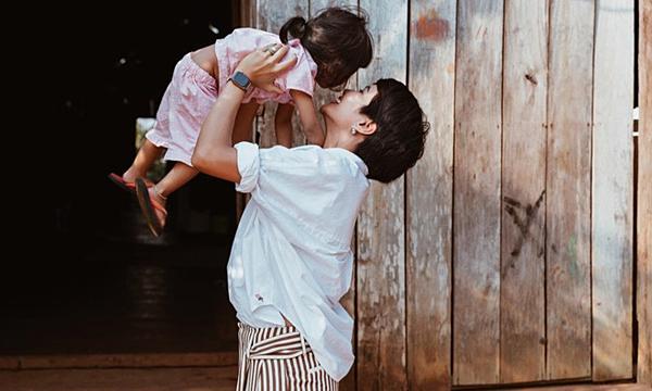Trước đó, chia sẻ với iOne, HHen Niê cũng tiết lộ, cô sẽ sửa lại căn nhà cho bố mẹ sau khi kỳ nghỉ Tết Nguyên Đán 2019 kết thúc.