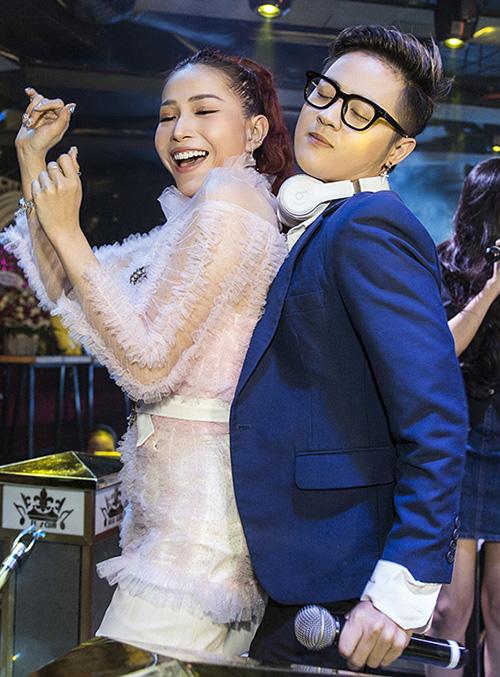 Góp mặt chung vui cùng Khả Như có hai người đồng nghiệp thân thiết là Thanh Duy và Liêu Hà Trinh, BB Trần.