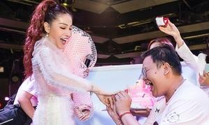 Khả Như sốc khi fan 'cầu hôn' bằng nhẫn kim cương