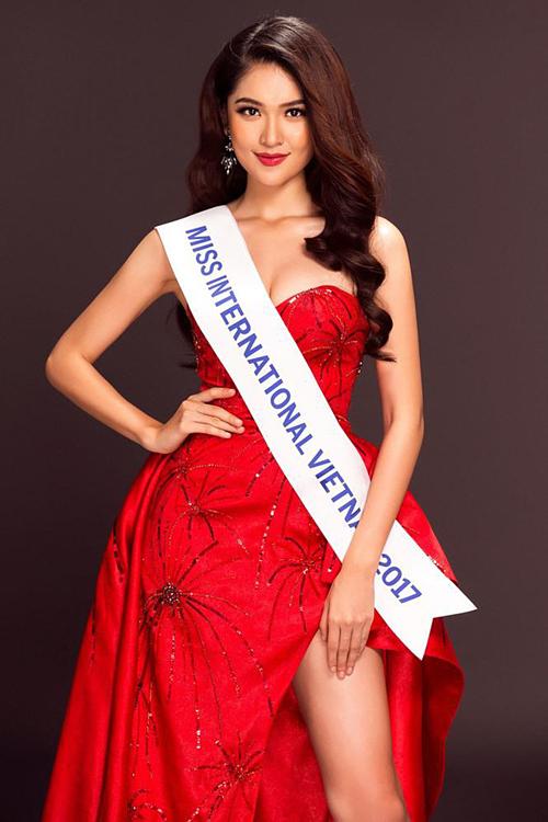 Thùy Dung theo đuổi con đường học vấn sau khi đăng quang Á hậu 2 Hoa hậu Việt Nam 2016.