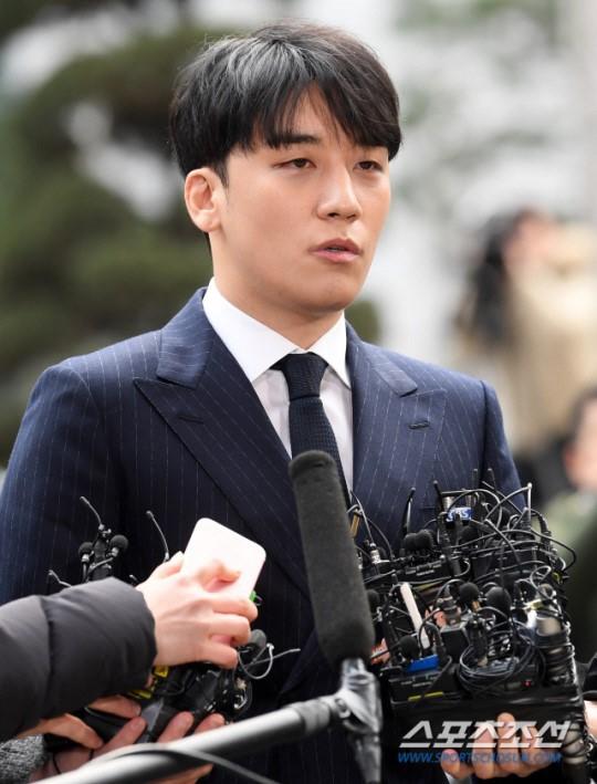 Seung Ri đối mặt với cáo buộc môi giới mại dâm và đánh bạc ở nước ngoài.