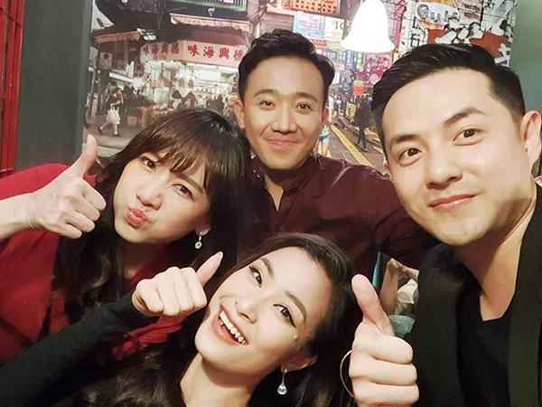 Hai cặp đôi Trấn Thành - Hari Won và Đông Nhi - Ông Cao Thắng nhắng nhít khi đi chơi cùng nhau.