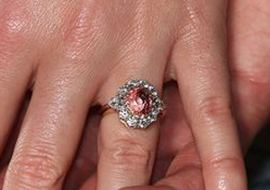 Mắt tinh tường chọn chiếc nhẫn đắt nhất - 1