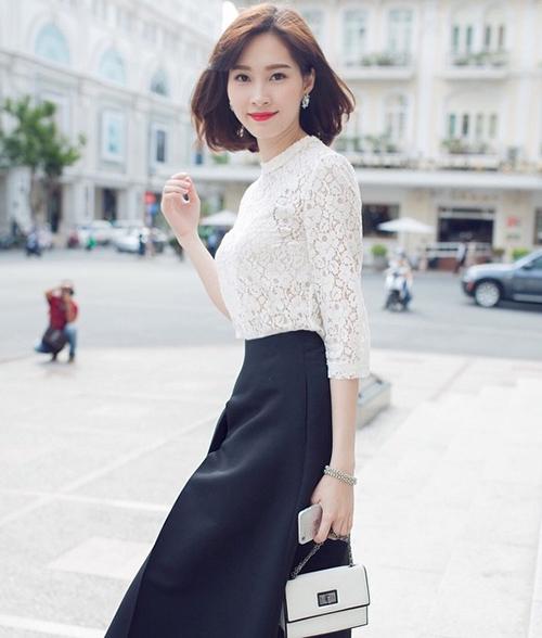 Nhiều người phát hiện ra suốt 5-6 năm nay, người đẹp vẫn thường xuyên diện đi diện lại kiểu đồ này, tuy nhiên vẫn mang đến hiệu quả.