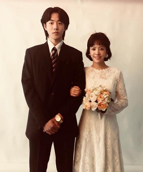Han Ji Min khoe ảnh cưới phong cách retro cùng trai đẹp Nam Joo Hyuk trong drama mới The light in your eyes.