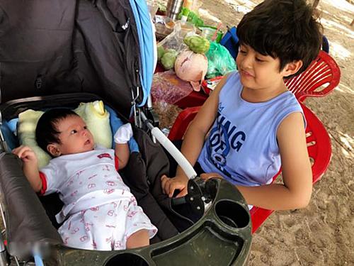 Mới một tháng tuổi, cu Tết đã được ba mẹ đưa đi chơi xa tại đảo Phú Quý.