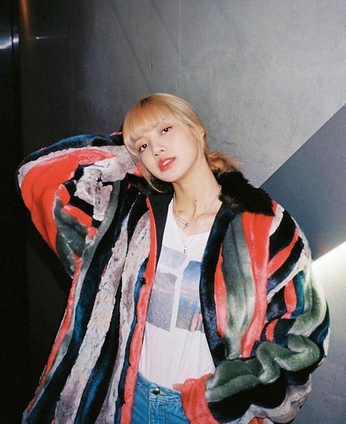Lisa thể hiện khí chất fashionista trong bộ hình mới. Cô nàng vừa được trang TC Candler bầu chọn là gương mặt châu Á xinh đẹp nhất.