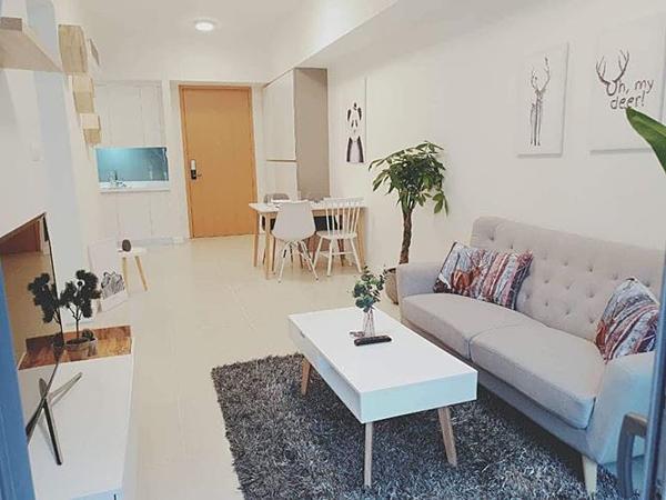 Căn hộ của Ngô Thanh Vân rộng 56 m2, nằm ở quận 2, TP HCM. Theo tiết lộ từ chủ nhân, căn hộcó giá 3,2 tỷ đồng. Nhà mới có diện tích nhỏ gọn nhưng được đả nữ bài trí sang trọng, đầy đủ tiện nghi.