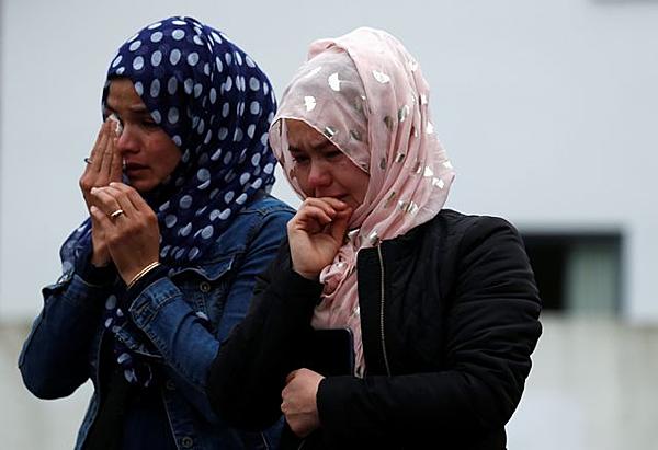 Người dân tiếc thương các nạn nhân của vụ tấn công khủng bố tại nhà thờ Al Noor ở Christchurch. Ảnh: Reuters.