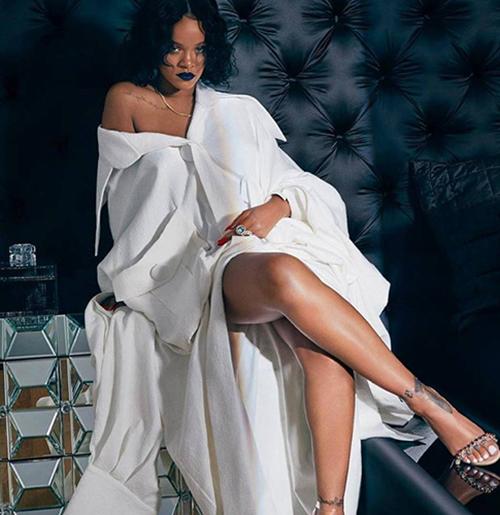 ... hay Rihanna với những trang phục độc đáo.