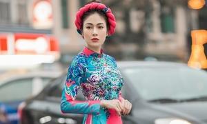 Hoa hậu Tuyết Nga mặc áo dài dạo phố Hà thành