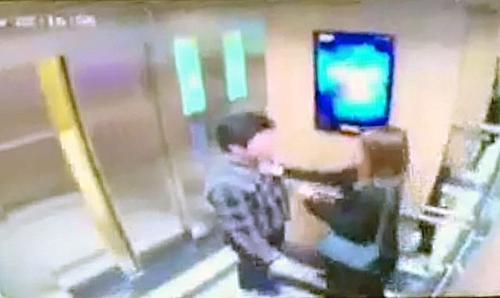 Nữ sinh bị sàm sỡ trong thang máy cũng thất vọng vì mức phạt 200k.