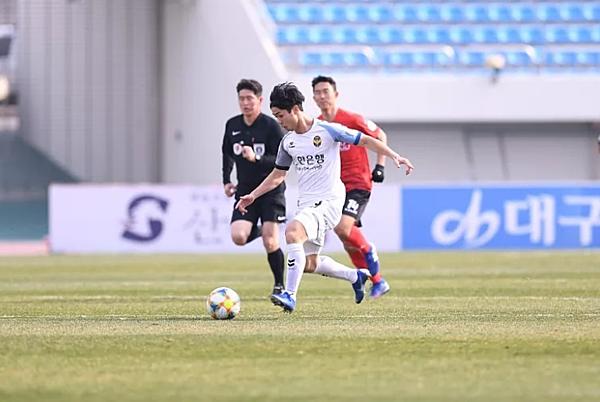 Công Phượng thi đấu trong màu áo Incheon United hai trận chính thức.