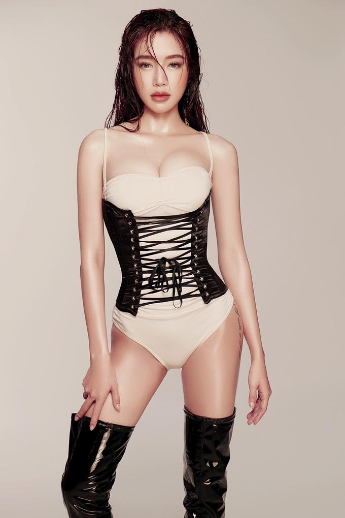 <p> Elly Trần cho biết cô may mắn có cơ địa tốt nên dù ăn nhiều vẫn không tăng cân.</p>