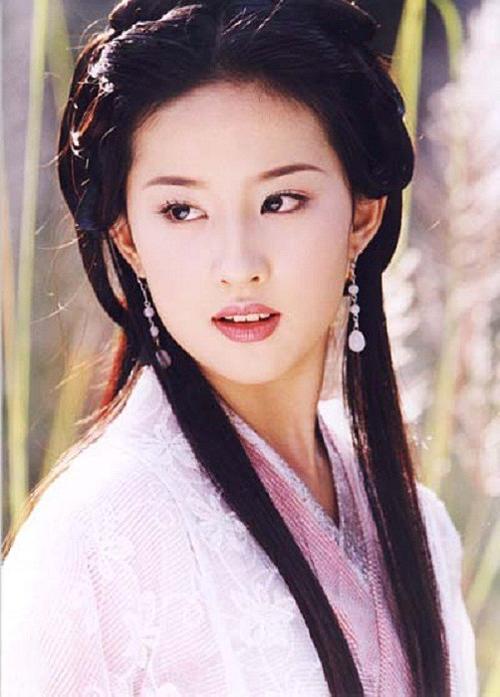 Vương Ngữ Yên do Lưu Diệc Phi thủ vai trong phiên bản 2003.