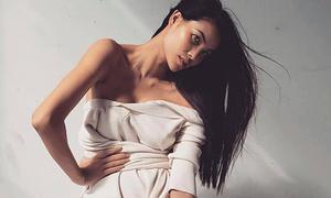 Phạm Hương dáng gầy, da nâu khi làm người mẫu ở Mỹ