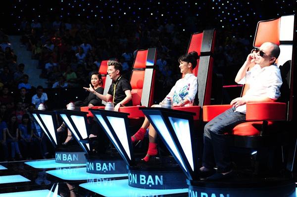 Mùa 2, Đàm Vĩnh Hưng được sắp xếp ở chiếc ghế này và đưa Vũ Thảo My giành chiến thắng.