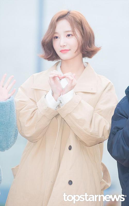 Momoland độ nhan sắc với Chae Yeon lên đường đến Music Bank - 1