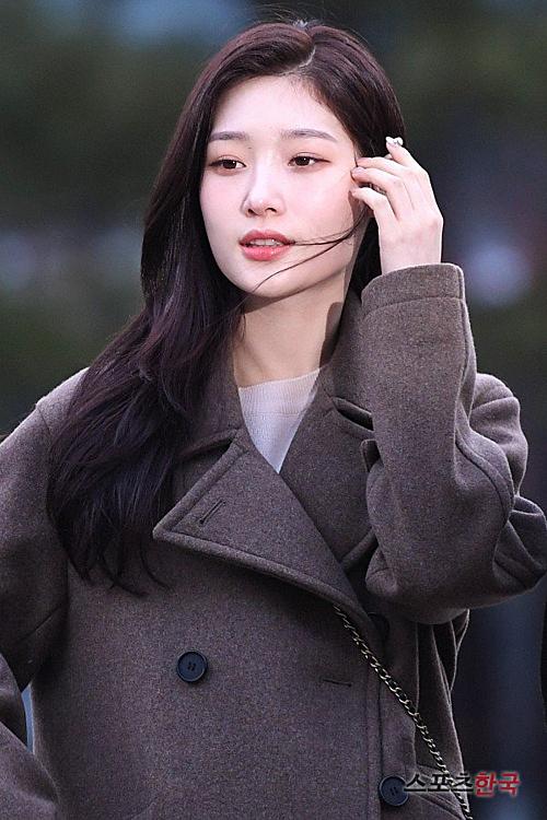 Momoland độ nhan sắc với Chae Yeon lên đường đến Music Bank - 5