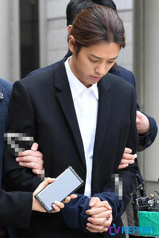 Joon Young có hành vi xóa bằng chứng trước khi đến đồn cảnh sát.