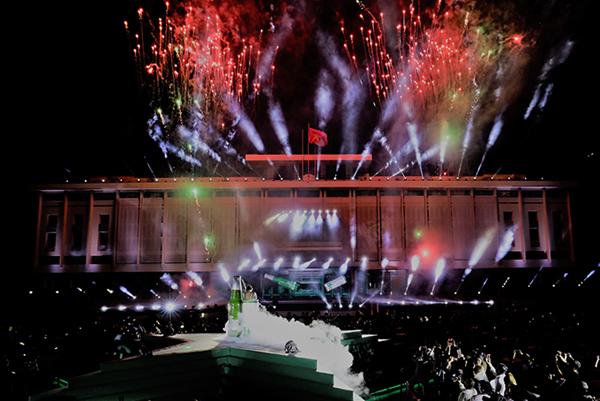 Lễ ra mắt Heineken Silver được tổ chức tại Dinh Độc Lập cùng màn trình diễn ánh sáng bằng công  nghệ thời thượng.