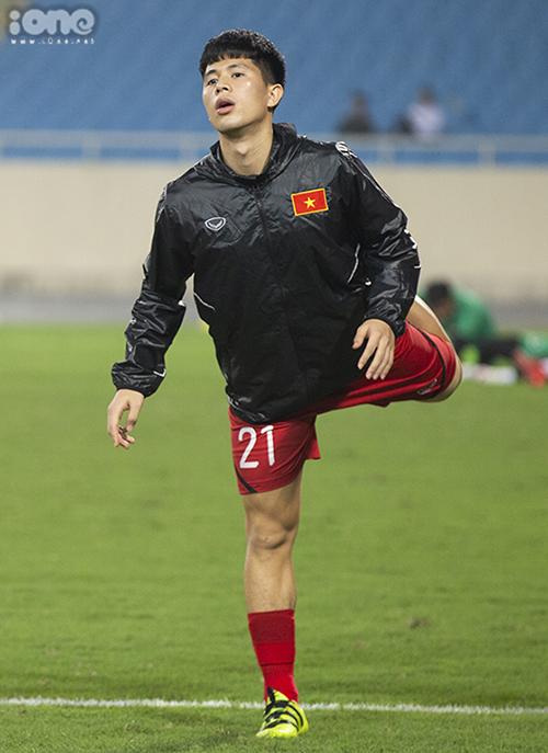 Cầu thủ Đình Trọng trước giờ G ra sân.