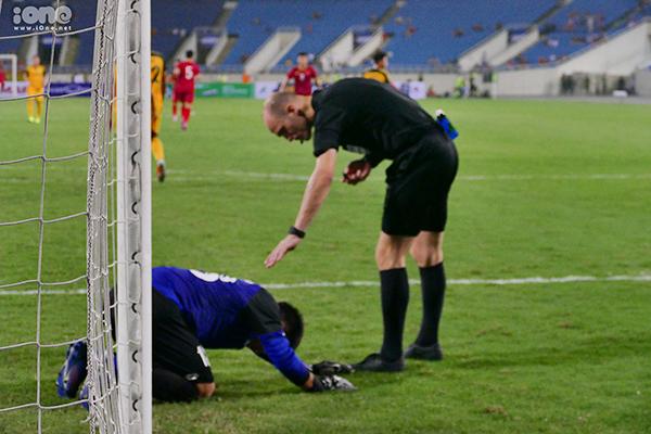 Khoảnh khắc thất thần của thủ môn Brunei khi U23 Việt Nam sút tung lưới