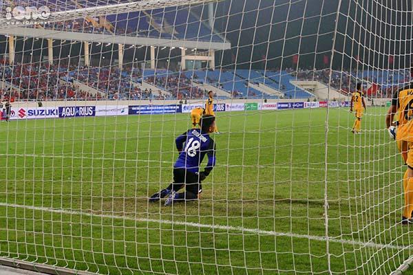 Thủ môn Brunei chao đảo bởi những đợt tấn công của U23 Việt Nam.