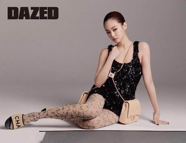 Jennie gây chú ý trong bộ ảnh quảng cáo cho hãng Chanel.