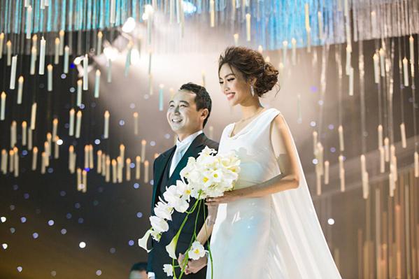 Lan Khuê kết hôn với doanh nhân John Tuấn Nguyễn vào tháng 10/2018. Chồng Lan Khuê là cháu nội bà Tư Hường - một trong những nữ doanh nhân giàu có nhất tại Việt Nam. Bản thân chồng Hoa khôi Áo dài cũng là một doanh nhân trẻ tuổi nổi tiếng trên thương trường, đặc biệt trong lĩnh vực kinh doanh nhà hàng, khách sạn.
