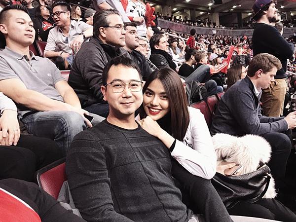 Mới đây, cô cùng chồng đi xem bóng rổ tại Canada cùng các anh chị em họ nhà chồng.