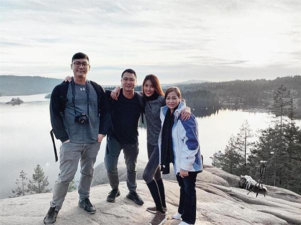 Tại Canada, Lan Khuê và chồng cùng gia đình đi trượt tuyết, ghé thăm những địa điểm nổi tiếng.