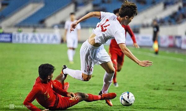 Trận đấu căng thẳng của U23 Việt Nam - U23 Indonesia trên sân Mỹ Đình.