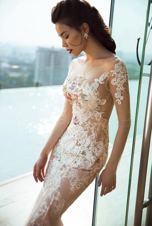 Hà Hồ mê váy mặc như không khoe đường cong gợi cảm - 3