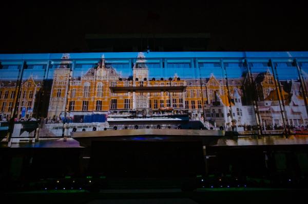 Con tàu vũ trụ khổng lồ mang tên Heineken bất ngờ xuất hiện ngay chính giữa tòa nhà Dinh Độc Lập.