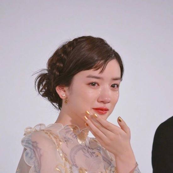 Năm 2017, Nagano trở nên nổi tiếng khắp mạng xã hội Nhật Bản và cả Trung Quốc chỉ vì những hình ảnh khóc quá xinh khi tham gia một sự kiện. Nét đẹp vừa thơ ngây, vừa ngọt ngào giúp Mei trở thành nhan sắc mới đáng chú ý của màn ảnh Nhật.