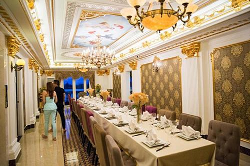 Phòng ăn rộng lớn là nơi Lý Nhã Kỳ thường xuyên sử dụng để chiêu đãi khách quý.
