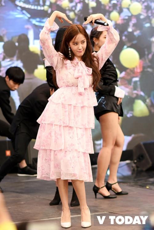 Hyomin cho biết từng đến Việt Nam nhiều lần nhưng ít khi được gặp các fan Hà Nội. Lần này, cô quyết định tham dự chương trình và giao lưu với fan nhiều hơn.