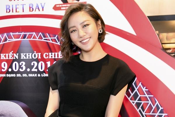 Lần đầu thử sức với vai trò lồng tiếng phim, Văn Mai Hương cho biết vừa háo hức vừa hồi hộp. Ngoài nghiên cứu kĩ nội dung phim, nữ ca sĩ chú ý thể hiện biểu cảm để cho khớp với từng hành động, tâm trạng của nhân vật. Cô tiết lộ còn thể hiện ca khúc trong phim - Baby Mine - từng được đề cử tại Oscar.