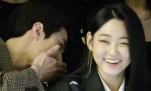 Khoảnh khắc thân thiết 'đáng ngờ' của Se Hun (EXO) và Mina (Gugudan)
