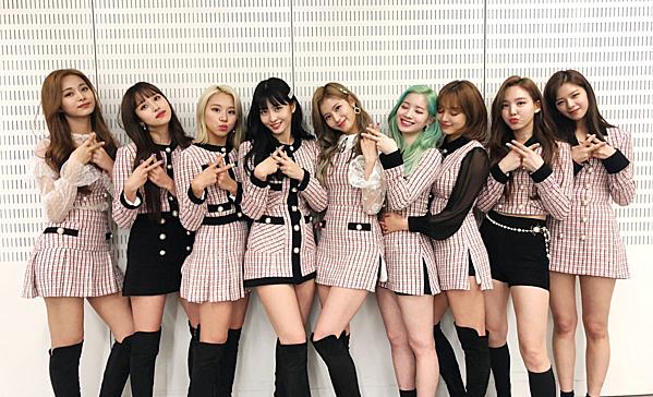 Đụng độ khốc liệt tháng 4: IZONE - Black Pink - BTS - Twice - 3